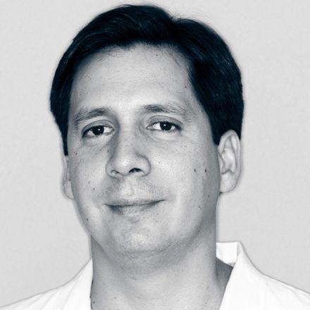 Dr. David González